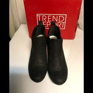Trend Report by Aerosoles booties Size 7 1/2